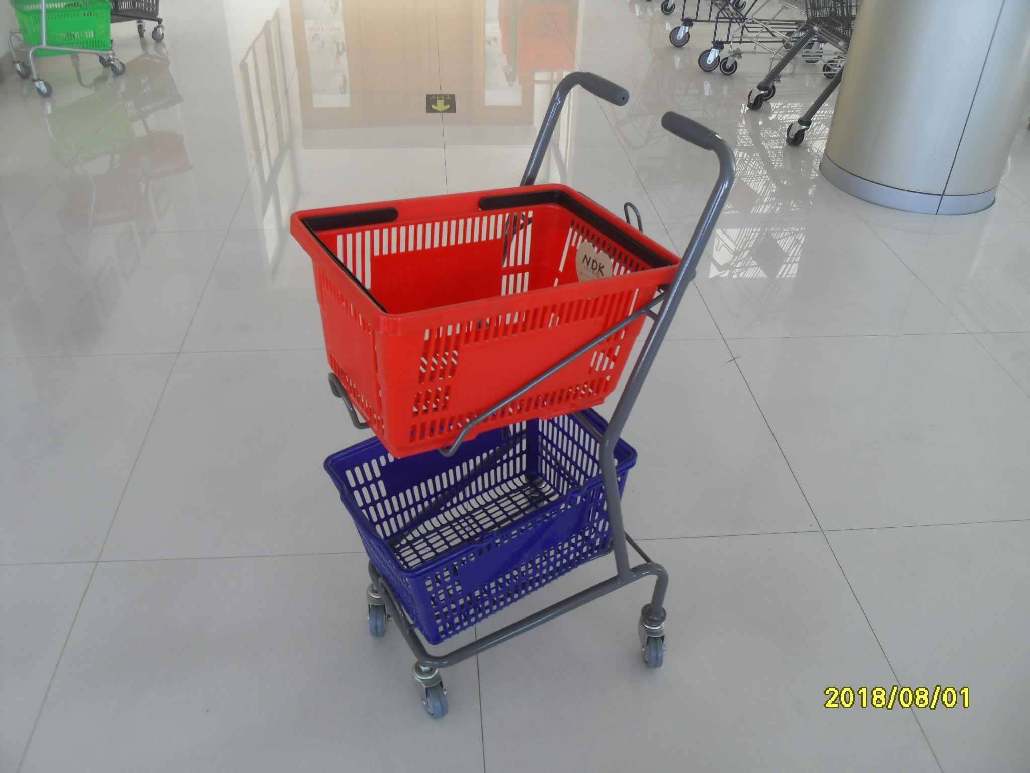 Red / Blue Supermarket Shopping Trolley With 4 Swivel 3 Inch PVC Casters